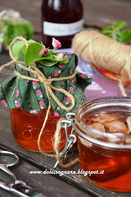 gelatina al tè ed ai petali di rosa