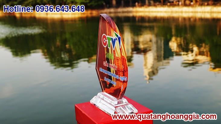 Kỷ niệm chương bằng chất liệu pha lê thủy tinh cao cấp sẽ là một vật phẩm quà tặng sự kiện ý nghĩa và sang trọng