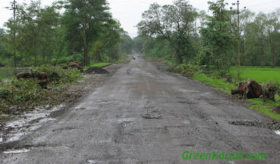 potholed road in karjat