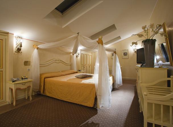 Il vip 39 s motel a lonato del garda for Costo aggiuntivo per suite suocera