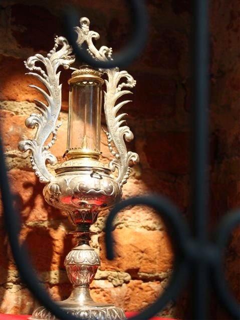 Η Ιερά Άκανθα του αββαείου Bois-Seigneur-Isaac στο Βέλγιο http://leipsanothiki.blogspot.be/