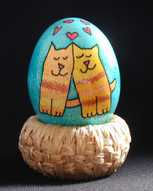 Закохані котики на пасхальному яйці, зроблені в США