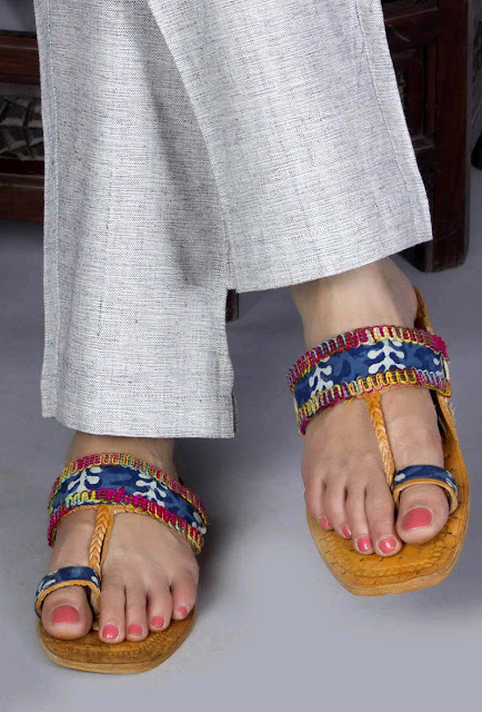Kolhapuri Chappals With Pants
