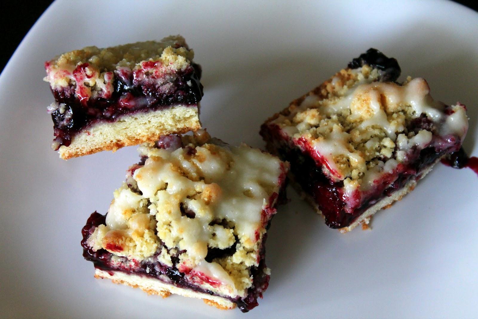 The Cupcake Avenger: Blackberry Crumb Bars