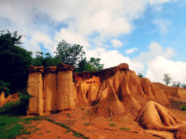 Phae Muang Phi Forest Park rocks
