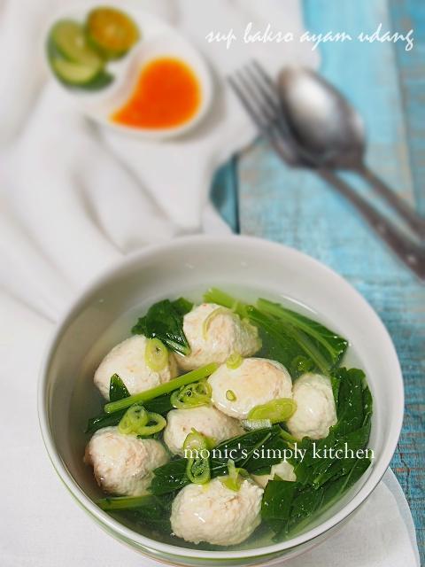 sup bening bakso sawi hijau