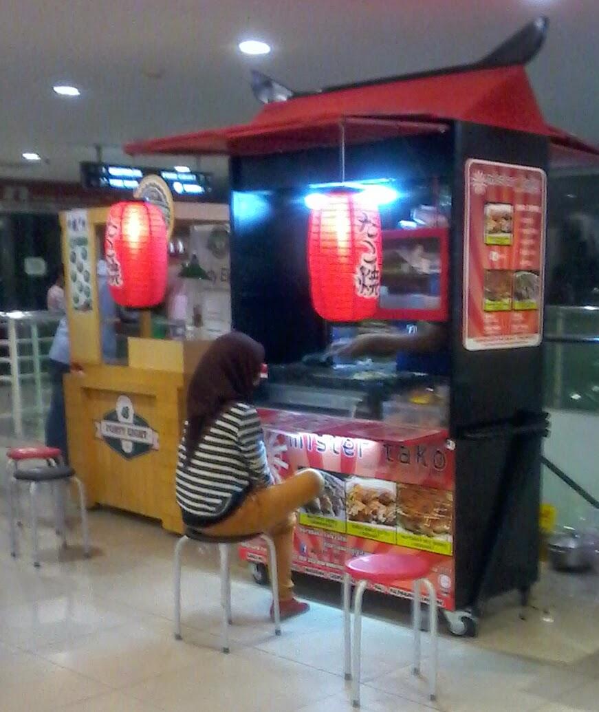 food corner in Hypermart Lampung
