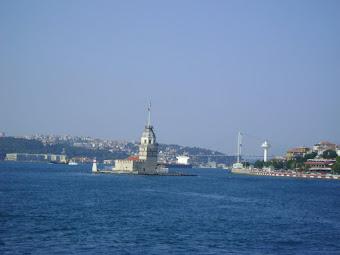 İstanbul Boğazı'nda,geçerken karşıdan karşıya
