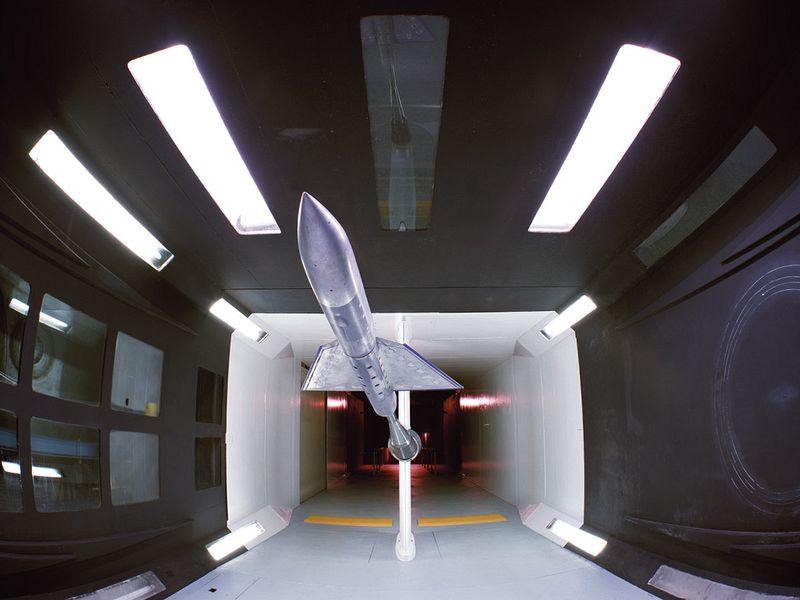 wind_tunnel_test_chamber_with_model