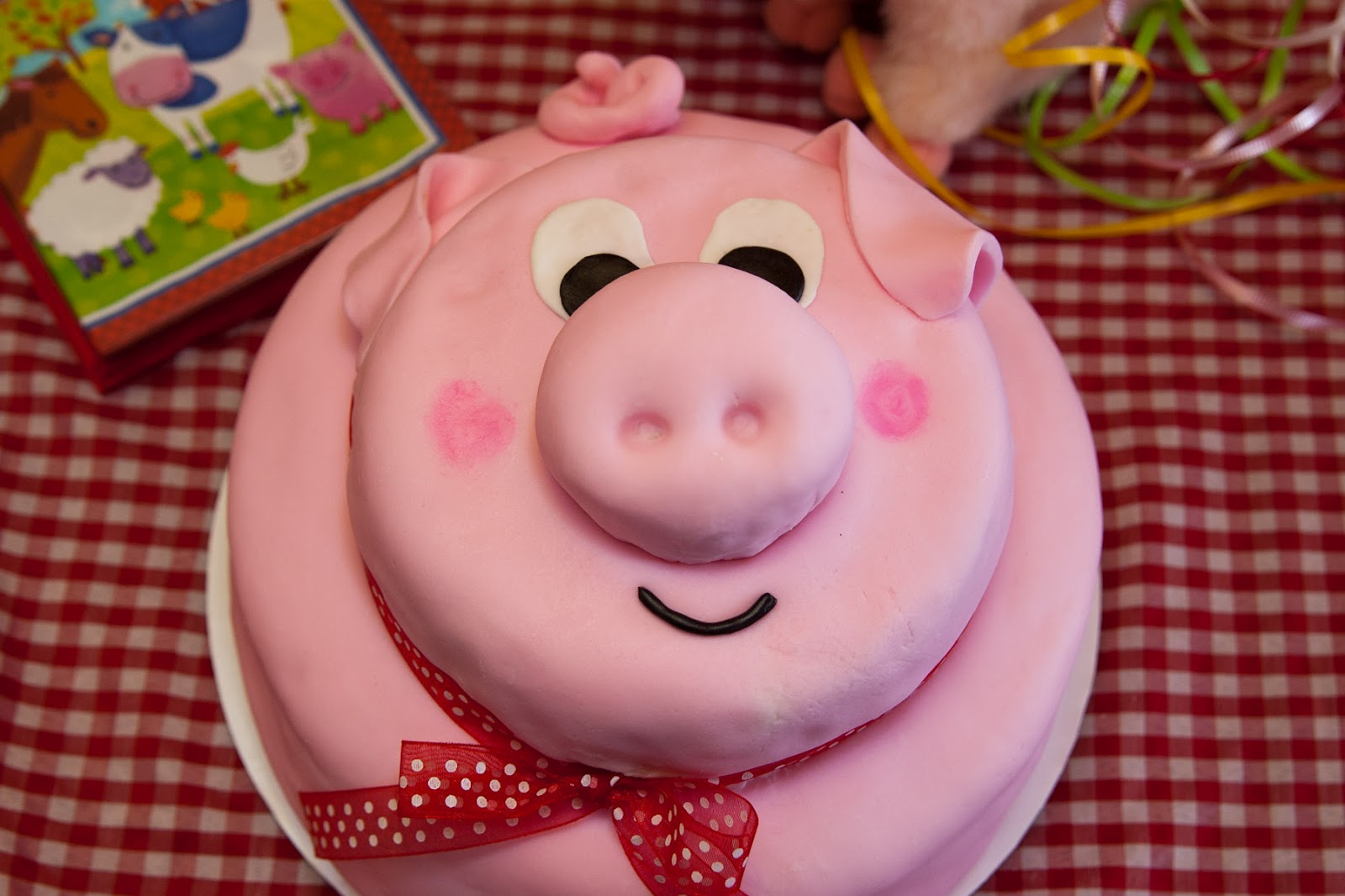 Wonderfully Made: Pig Cake Fondant Tutorial