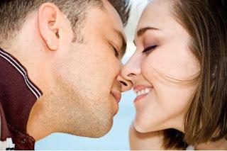 cara mencium wanita