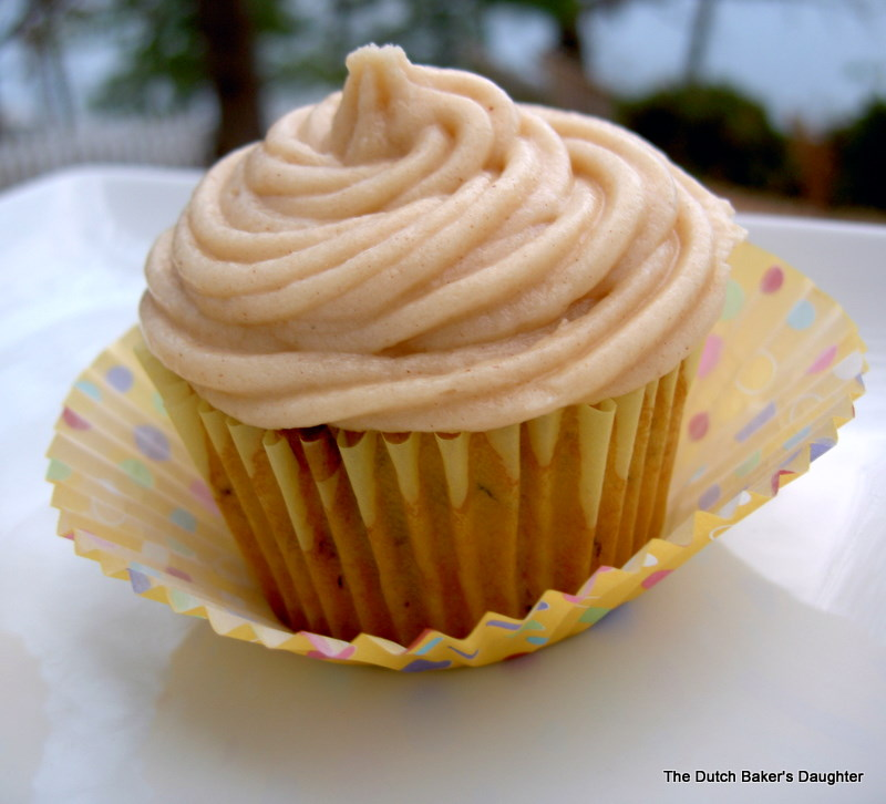 ... Dutch Baker's Daughter: Banana Cupcakes with Peanut Butter Frosting