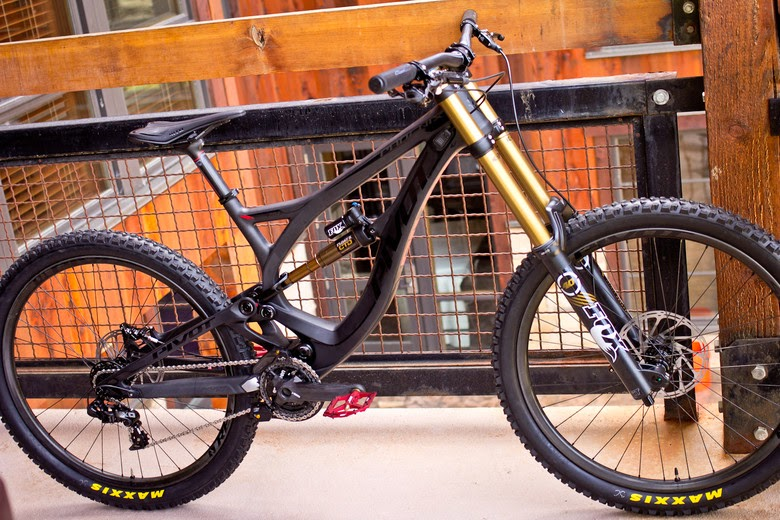 Pivot Phoenix Carbon DH Bike, new downhill bike, sea otter 2014