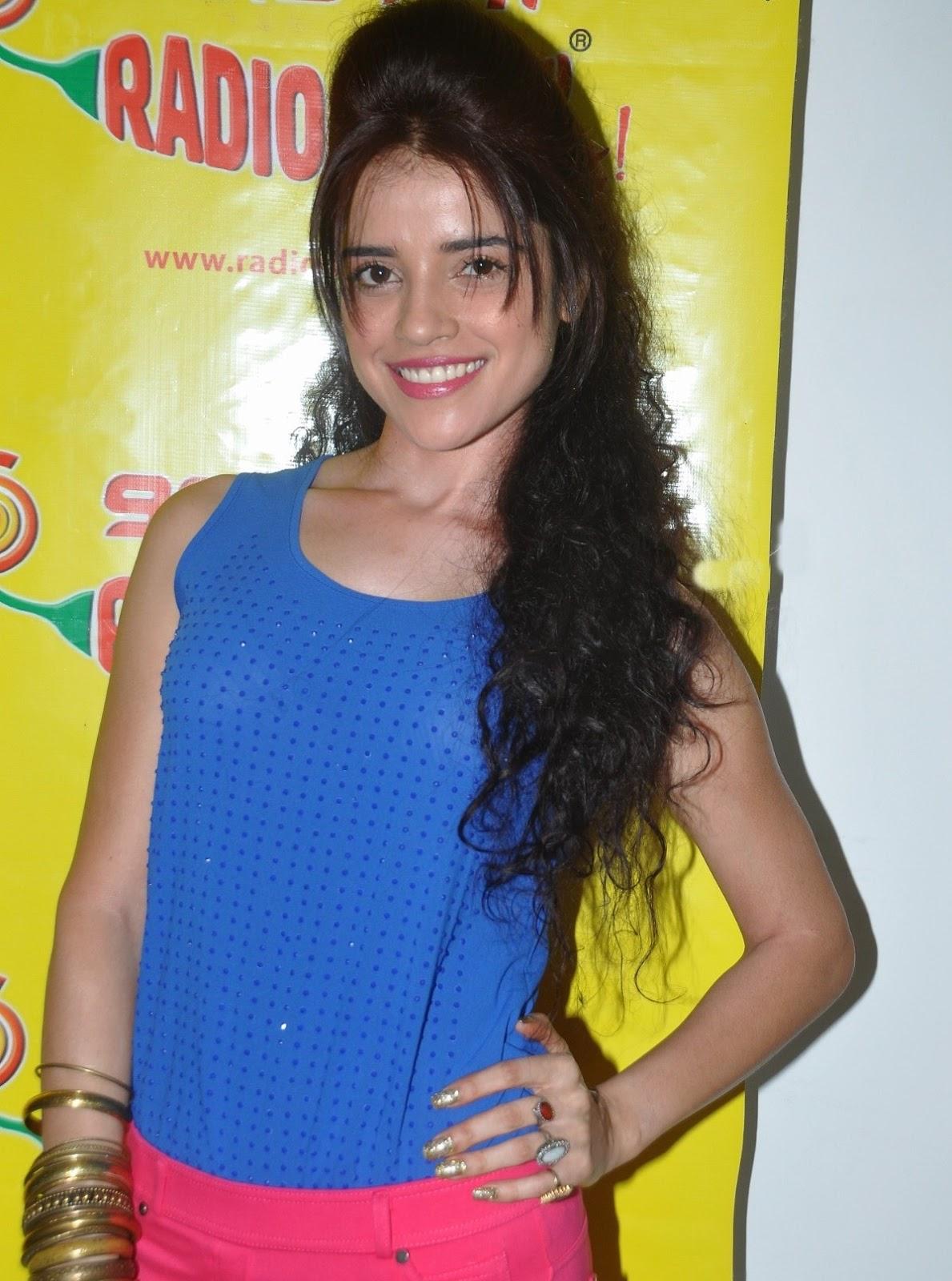 http://4.bp.blogspot.com/-aVyacv5LQr0/UT6wq0_X9SI/AAAAAAAAYF0/2ZzGwzG9xCw/s1600/Actress+Piaa+Bajpai+New+super+Images.jpg