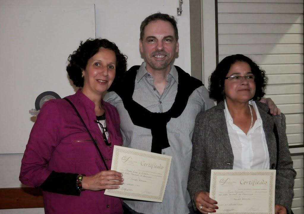 O artista plástico e coordenador de exposições da Secretaria de Cultura, Ricardo Guarilha, com as artistas Carmem Lucia Ferreira e Vania Azamos