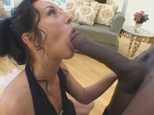 Mature asian ass eating