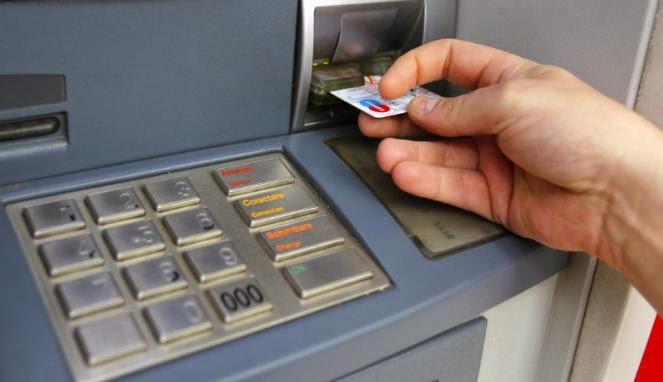 Solusi Mudah Jika Kartu ATM Tertelan Mesin ATM