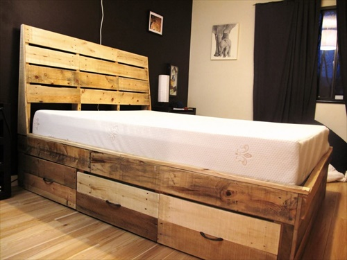 pallets furniture. Pallet Bed Frame: Comfortable Mattress! Pallets Furniture