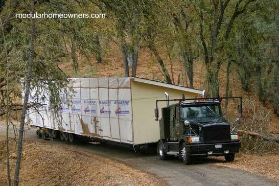 Traslado del módulo de una casa por camión en Estados Unidos
