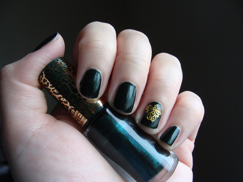 Im Hoping To Help You All Decide On Which Colours Wear With The Upcoming Holiday Parties And Feline Sauvage Is A Deep Emerald Pine Green