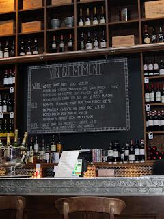 Le Di-Vin bar.