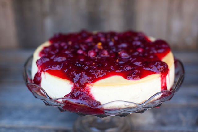 Minneapolis Wedding Cheesecake with Cranberry Compote