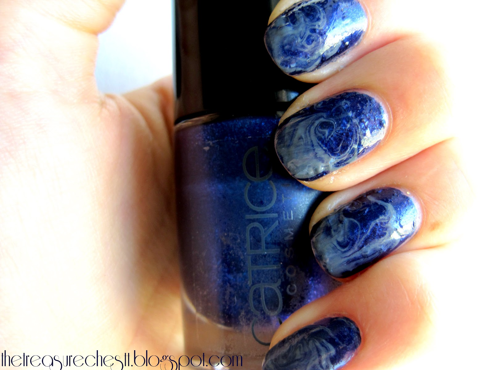 The Treasure Chest: Monday Blues: Swirl Nails