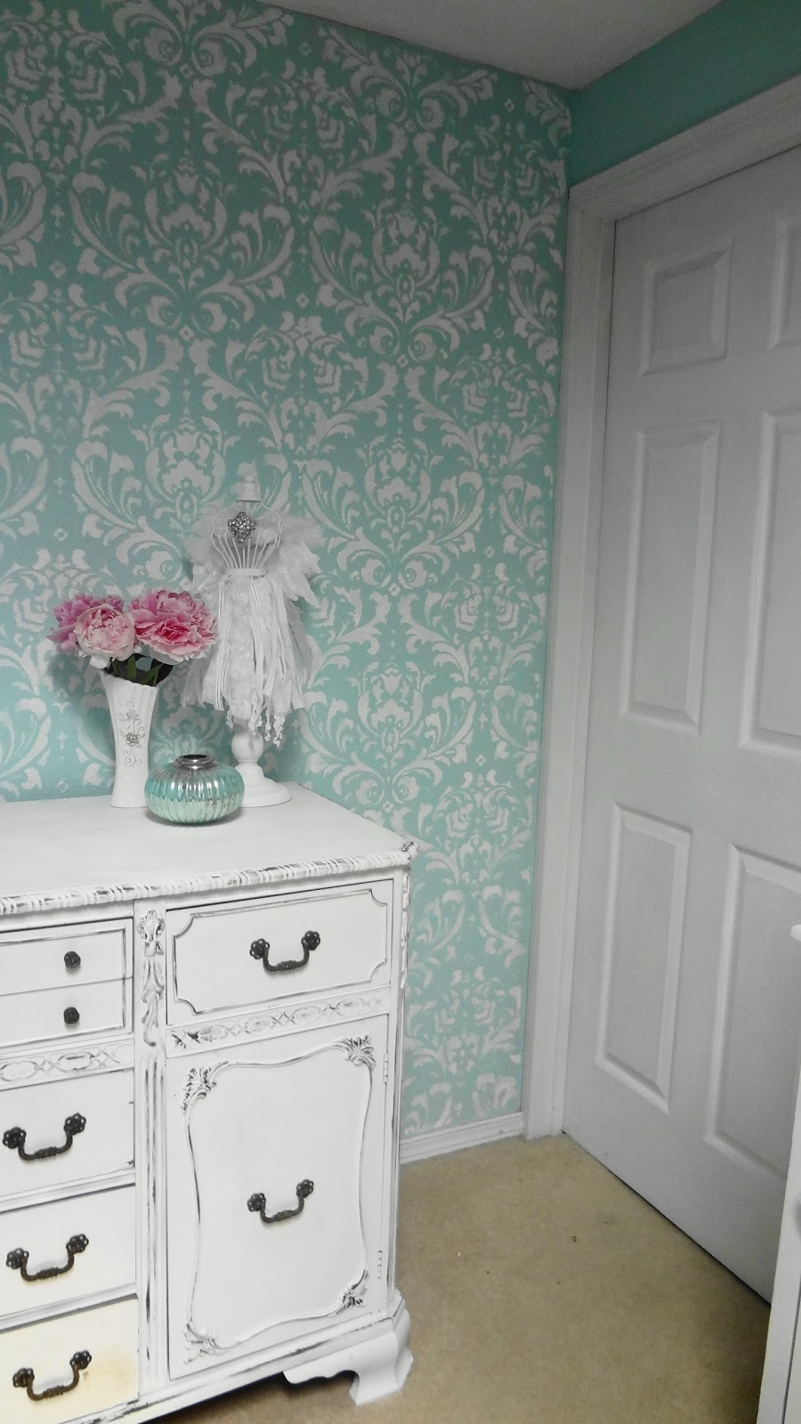 For the love of white my first stenciled wall this photo is the most true to the color of the walls it is my soul paint from ace hardware called harbor lane it is an aqua color like a tiffanys amipublicfo Images