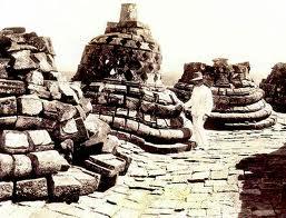 Candi Borobudur pertama kali ditemukan