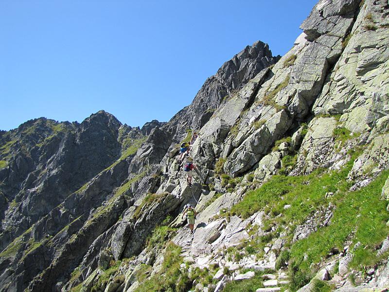 Za nami z południowych stoków Buczynowych Czubów. Od lewej widać Zadni i Pośredni Granat i południowy fragment Orlej Baszty.