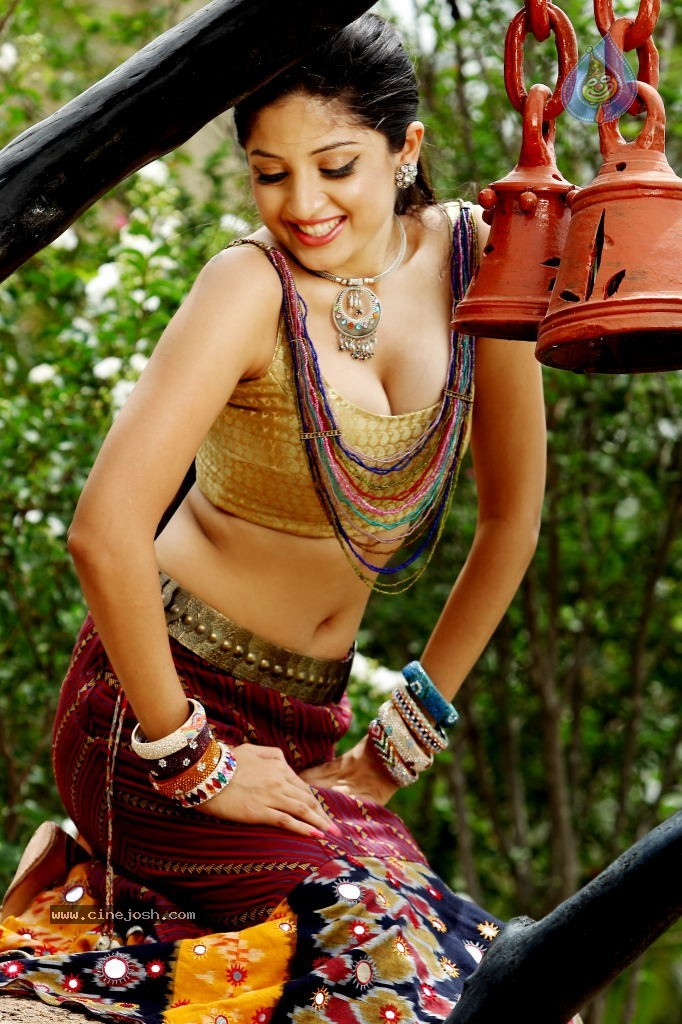Poonam Kaur Latest And Stunning Hot Pics