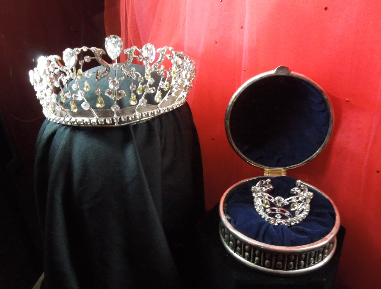 Crowns and gowns from Disney\'s The Princess Diaries 2 on display ...
