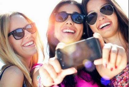 أسوأ أنواع الصور التي تنشر على فايسبوك - بنات فتيات كاميرا موبايل تصوير التقاط صور - girls photo camera mobile