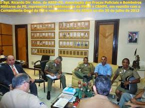 O Sgt. Ricardo da ASSP-PE, em reunião com Subtenentes o Comandante Geral e a eaja