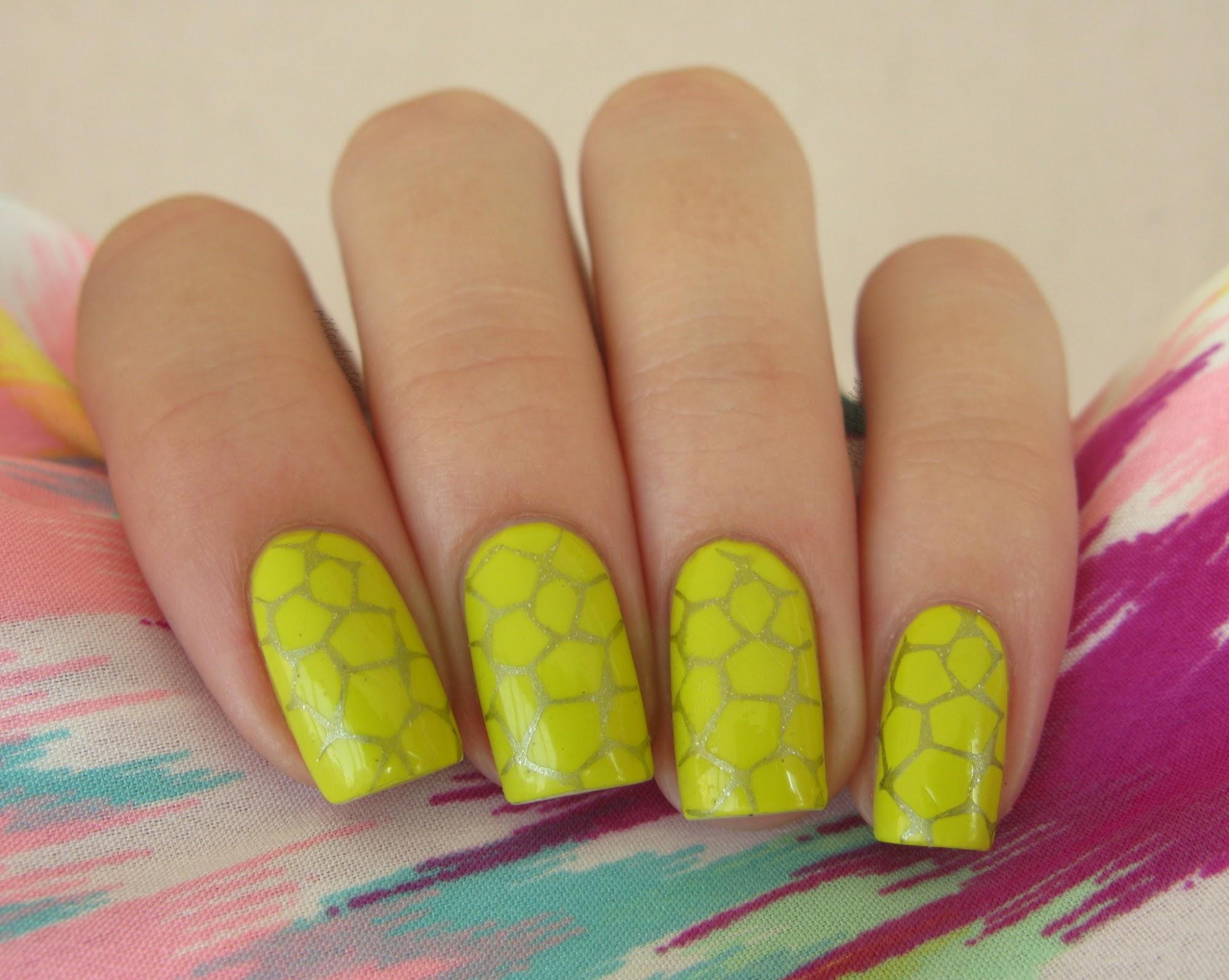 giraffe manicure