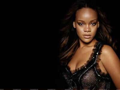 rihanna_looking_hot_in_black_sweetangelonly.com