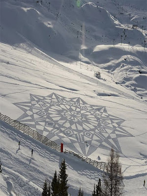 "Simon Beck Snow Art  ""Mariner's Compass"""