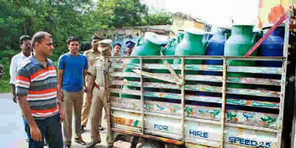 Milk adulteration 7 arrested, Paalil kalappadam, Aavin Paalil thanneer kalappadam