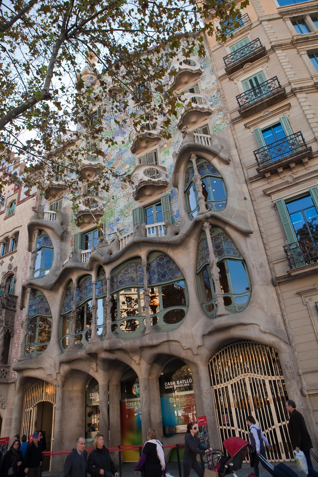 Casa Batllo By Antoni Gaudi. We Arrived At 43 Passaig De Gracia And Looked  Up At The Weird Looking Building Yep We Are At The Right Place Great Pictures