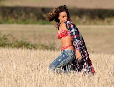 Rihanna sexy ropa interior