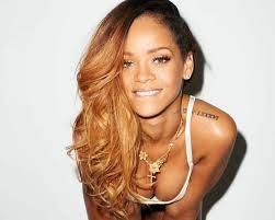 Rihanna faz papel de stripper em clipe