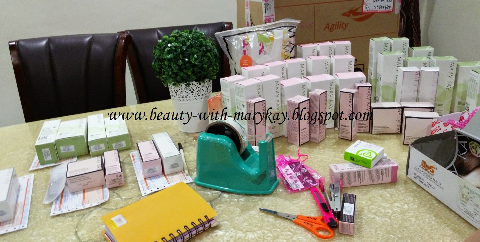 batonical skincare, makeup mary ka, liquid foundation , cc cream, eye color, mineral powder foundation, lip mask, lip balm