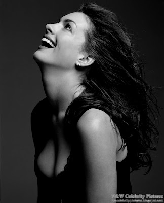 Anne Hathaway photoshoot for Vanity Fair magazine - black and white - pic 4
