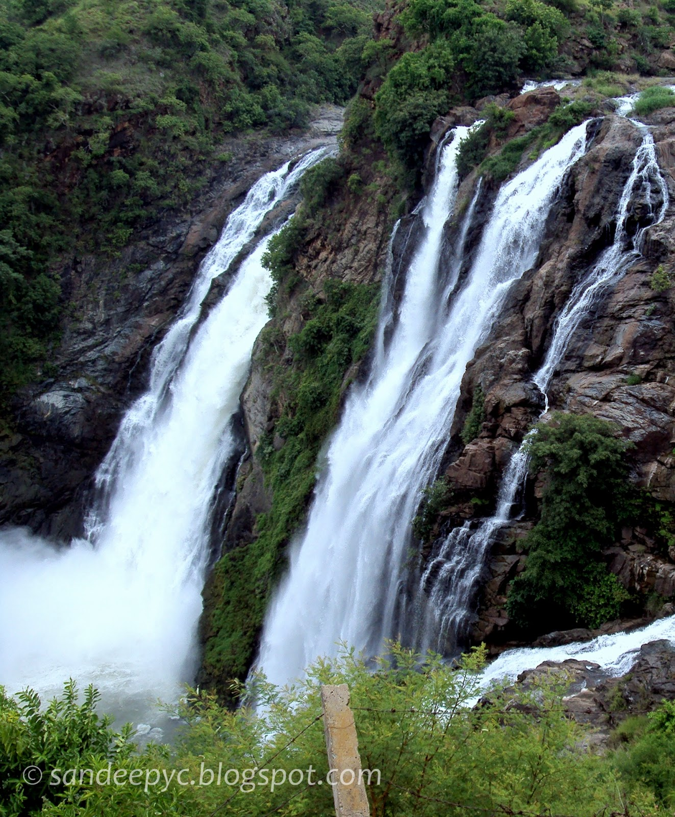 The right section of Gaganachukki falls