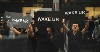 Wake Up Demonstranten vor Apple Store in Sydney