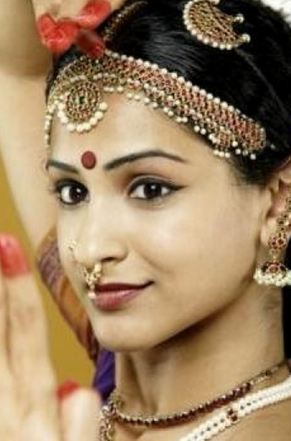 Paki Fashion 2012: TRENDY NOSE RING/ NOSE PINS FOR YOUNG GIRLS