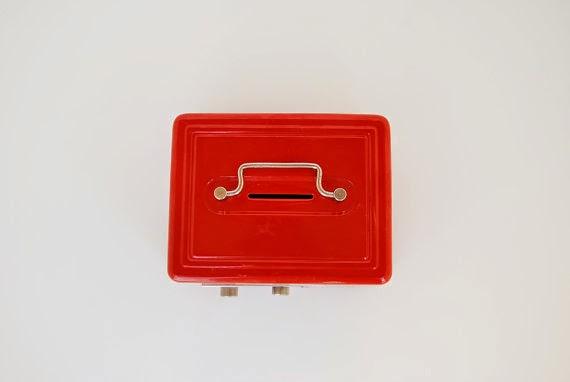 https://www.etsy.com/listing/184170701/vintage-red-metal-toy-vault-boy-child?ref=favs_view_7