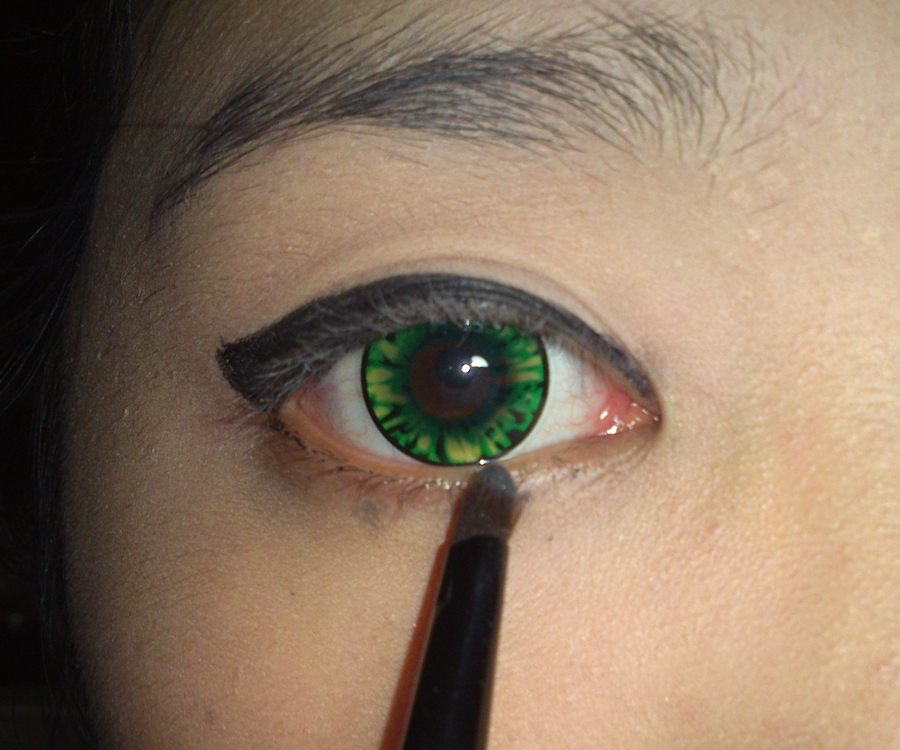 how to make it look like you re wearing eyeliner