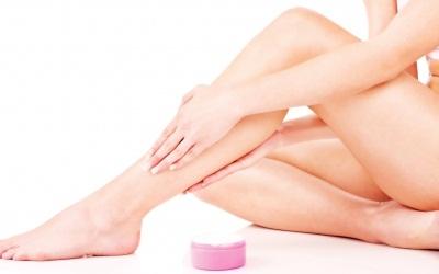 cara alami memutihkan lutut dan siku
