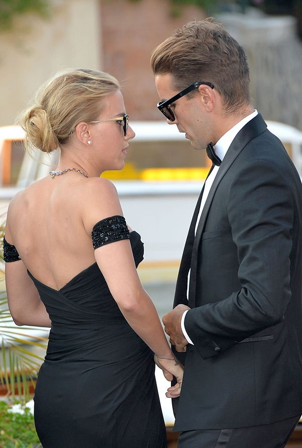 scarlett johansson engaged to - photo #44